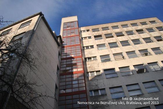Prestavba nemonice na Bezručovej, foto ruiny - apríl 2013