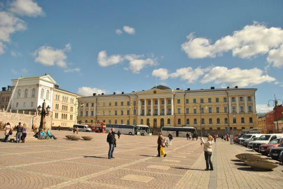 Námestie Senátu, pri katedrále Helsinki