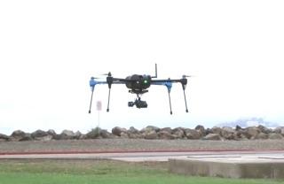 Lietajúci dron na diaľkové ovládanie