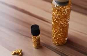 Zlato a zrnká zlata