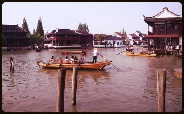 Magické čínske Benátky sú situované iba hodinu a pol od Šanghaja.