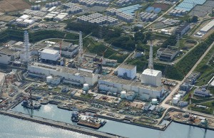 An aerial view shows the Tokyo Electric Power Co.'s (TEPCO) tsunami-crippled Fukushima Daiichi nuclear power plant and its contaminated water storage tanks (top) in Fukushima, in this photo taken by Kyodo August 31, 2013. To match INSIGHT JAPAN-NUCLEAR/FUKUSHIMA-LABOUR Mandatory Credit. REUTERS/Kyodo (JAPAN - Tags: DISASTER ENVIRONMENT SPORT OLYMPICS) ATTENTION EDITORS - MANDATORY CREDIT. THIS IMAGE WAS PROVIDED BY A THIRD PARTY. FOR EDITORIAL USE ONLY. NOT FOR SALE FOR MARKETING OR ADVERTISING CAMPAIGNS. THIS PICTURE IS DISTRIBUTED EXACTLY AS RECEIVED BY REUTERS, AS A SERVICE TO CLIENTS. JAPAN OUT. NO COMMERCIAL OR EDITORIAL SALES IN JAPAN. YES