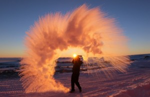 """toto sa stane, ak """"rozletejete"""" vo vzduchu vodu na Antarktíde Autor: imgur"""
