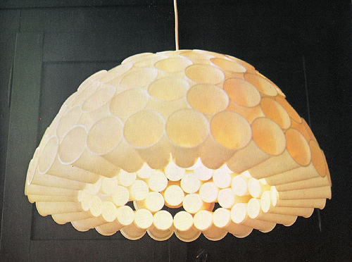 How-To-Make-Plastic-Cup-Lamp-Shades-2