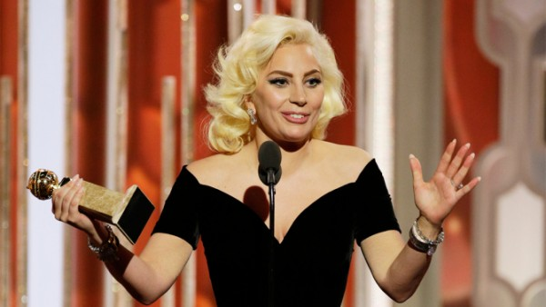 Lady Gaga s cenou (Photo by: Paul Drinkwater/NBC)