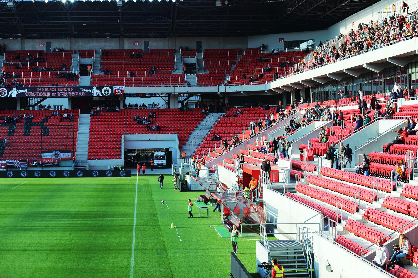 Futbalové štadióny