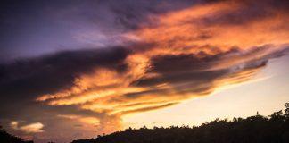 Zapad slnka na rieke Kinabatangan