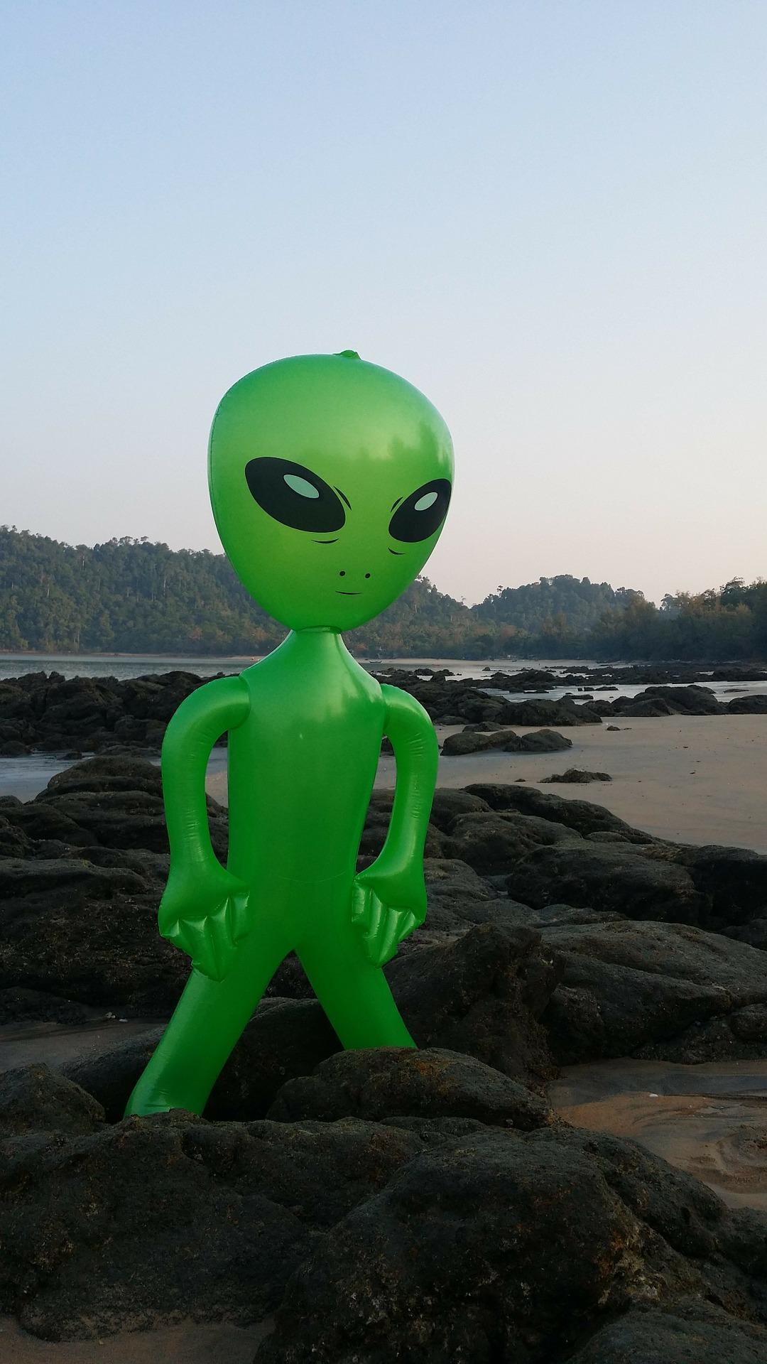 alien-274902_1920