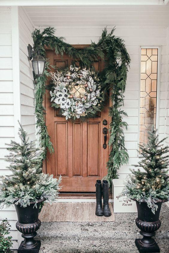 Vianočný veniec na vchodové dvere