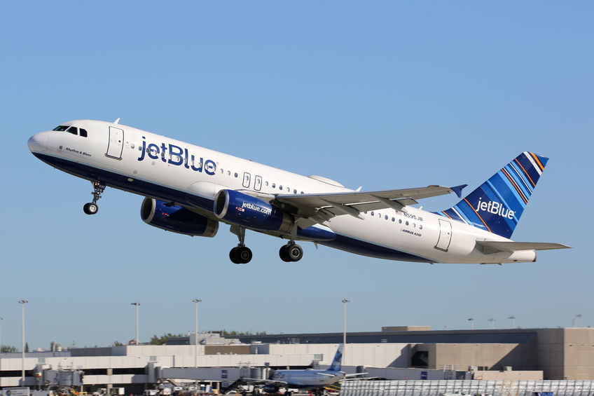 54316304 - fort lauderdale, united states - february 17, 2016: a jetblue airways airbus a320 with the registration n595jb taking off from fort lauderdale airport (fll) in the united states. jetblue is an american low-cost airline and the fifth biggest airline in the