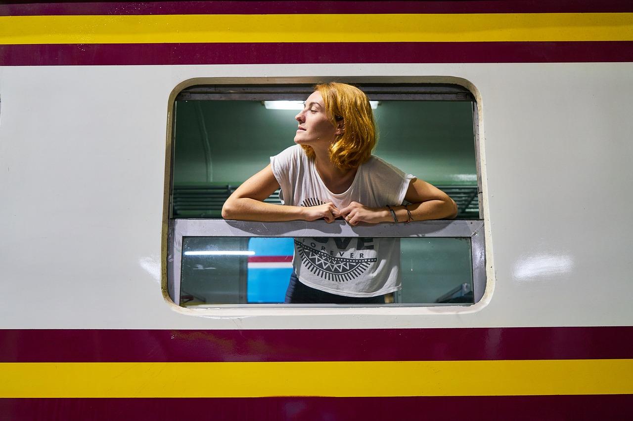 train-2076867_1280