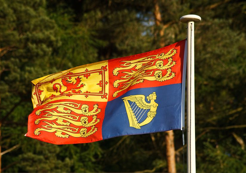 20915599 - the traditional royal standard flag which is flown when the queen of england is in residence at buckingham palace, windsor castle or elsewhere