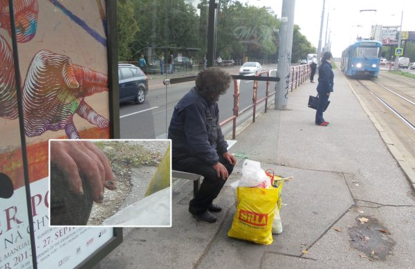 Bezdomovec cigareta na zastávke