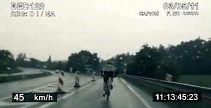 Cyklista na českej diaľnici