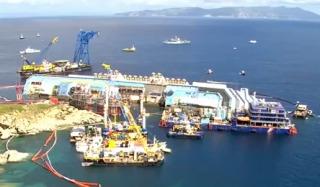 Costa Concordia narovnávanie