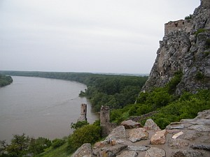 Povodně v Bratislavě: červen 2013 - Dunaj drží od souše stavbou bariéry