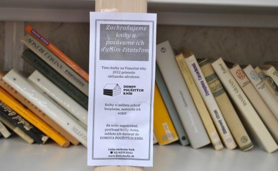 Domov použitých kníh na vianočných trhoch