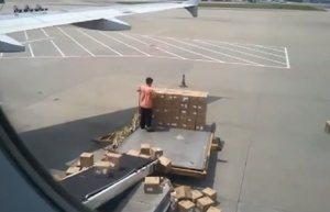 Letisko a čínsky nakladač