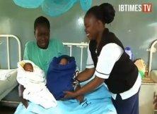 Mitt a Barrack v pôrodnici