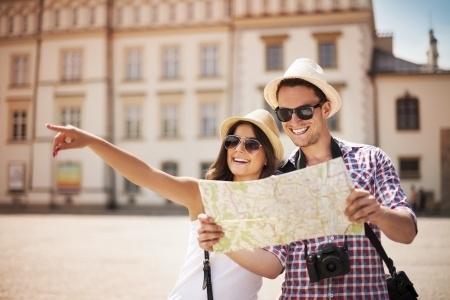 Mladí turisti cestovanie 123legal