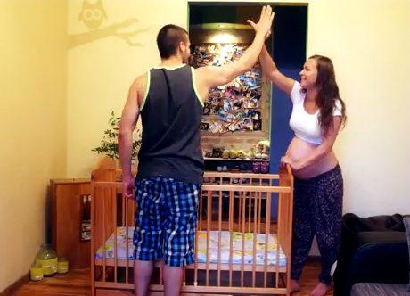Parik si fotografuje tehotenstvo
